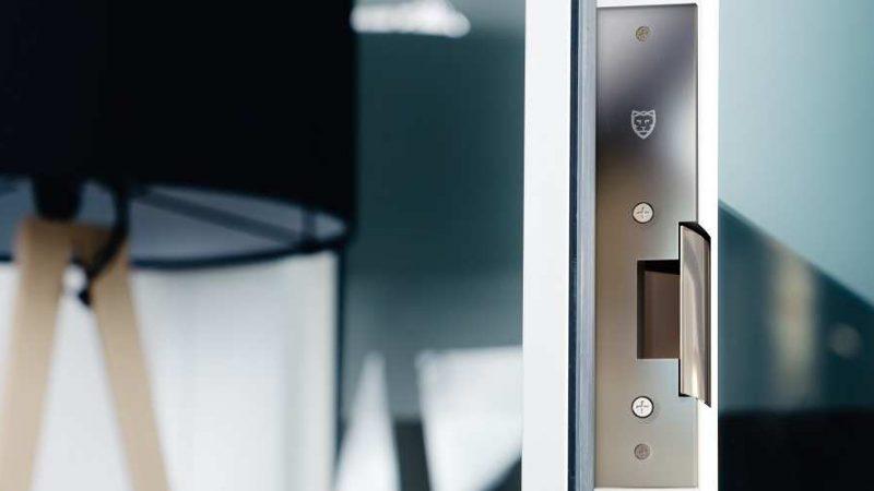 Novi cool pametni kućni uređaji: Den Smart Strike elektronska brava