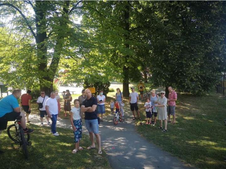Zbog gradnje biciklističkog mosta iznad dijela Parka M. Prpića prosvjedovalo 50-ak Zabočana