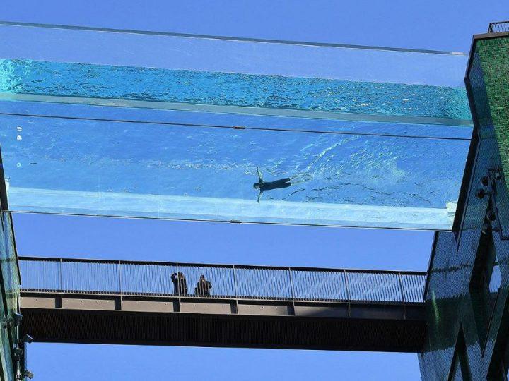 Spektakularan Sky Pool prozirni lebdeći bazen